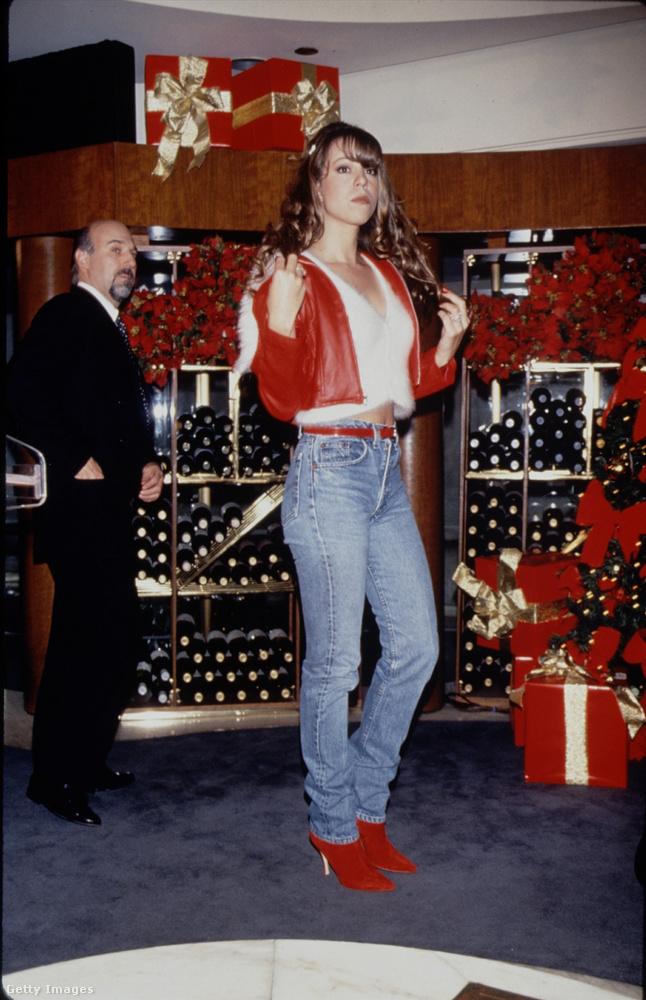 Szerencsére ezt a rossz szokását hajlamos volt olykor levetkőzni (haha), és magára öltött mindent, ami illik egy karácsonyi rendezvényhez