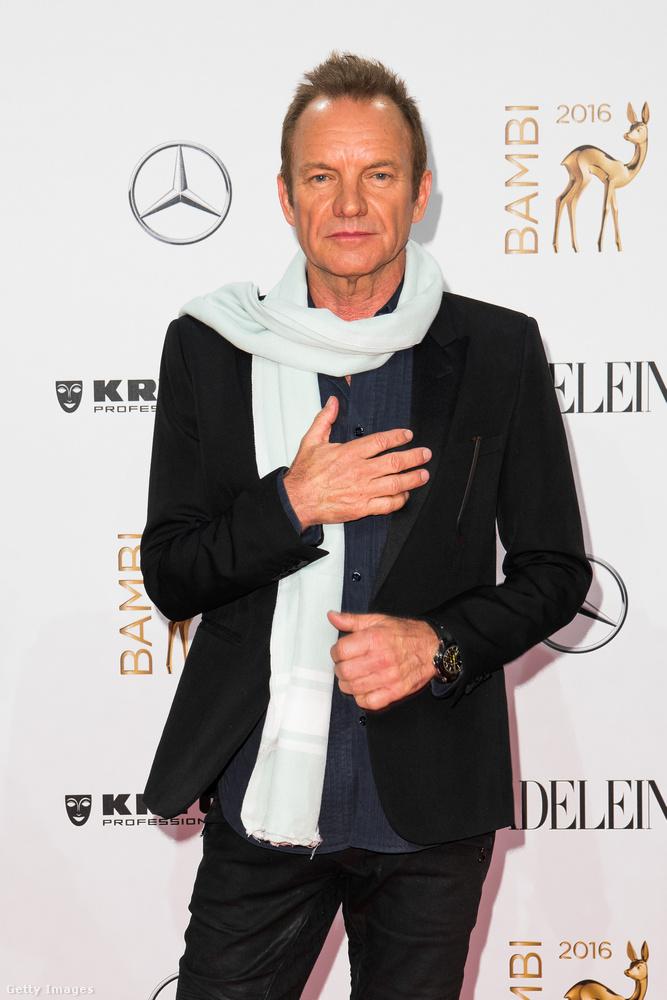 A 65 éves énekes a 2016-os Bambi Award vörös szőnyegén és fehér fala előtt okozott egy kis fejtörést