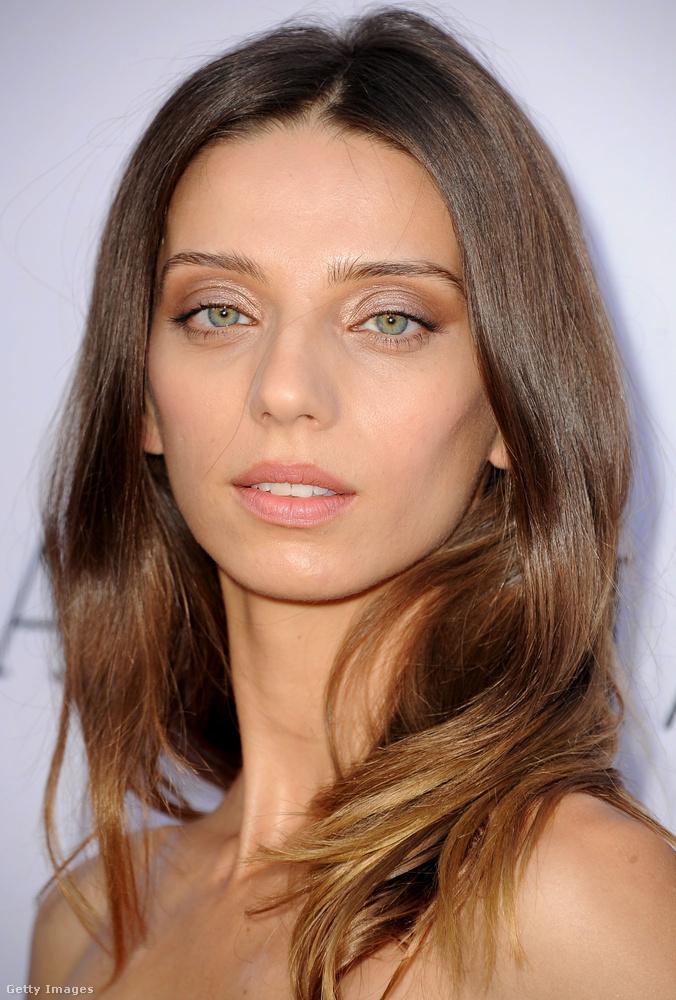 Nem is olyan rég tűnt fel a Westworld örmény származású amerikai színésznője, Angela Sarafyan