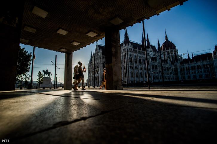 A Kossuth téri metrókijárat