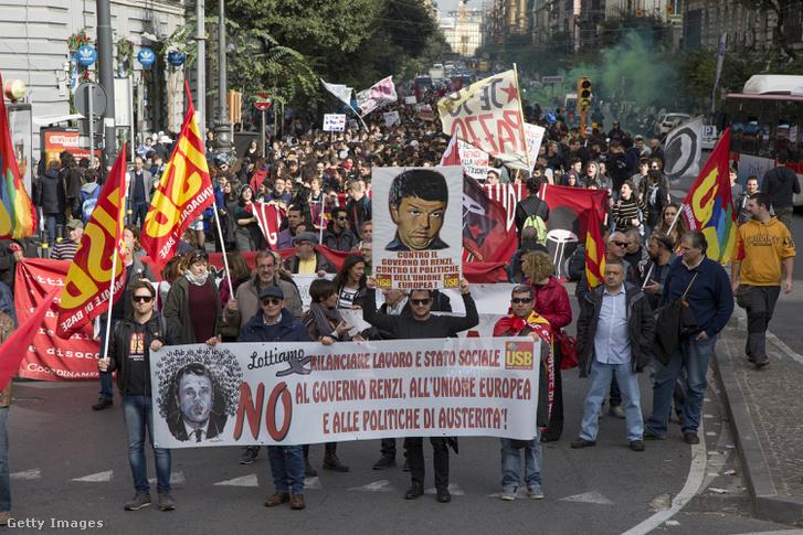 Kormányellenes tüntetés Nápolyban, november 18-án