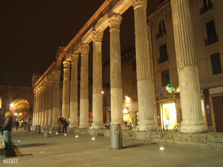 Az egyik olyan tér Milánóban, ami rossz fotón sem ronda. Nincs belőlük sok.