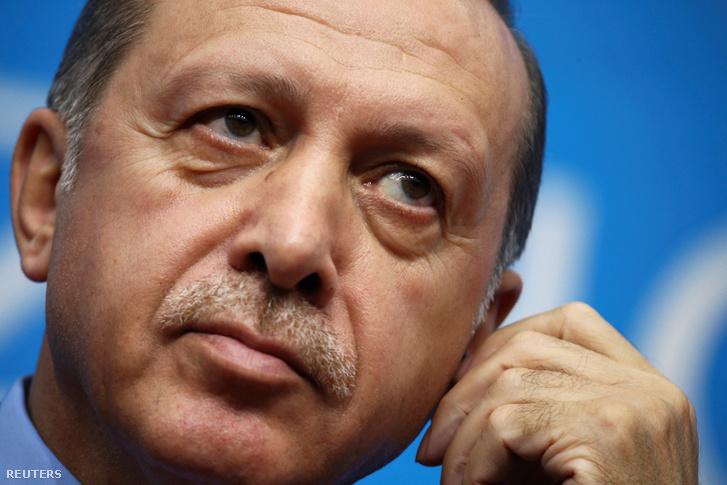 2016-11-16T112211Z 1098953177 D1BEUNDQSHAA RTRMADP 3 TURKEY-POLI
