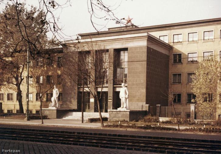 Az ötvenes évek elején épült iroda 1975-ben