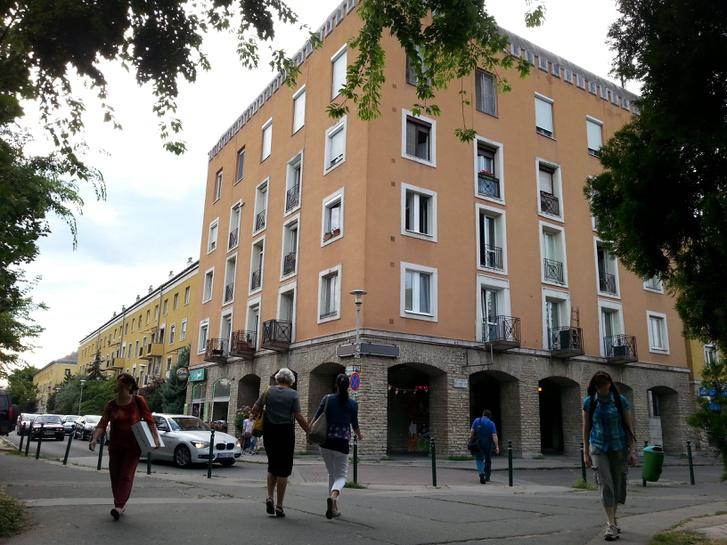 A szocreál lakótelep sarka az Örs vezér terénél. Méltán népszerűbb a paneloknál