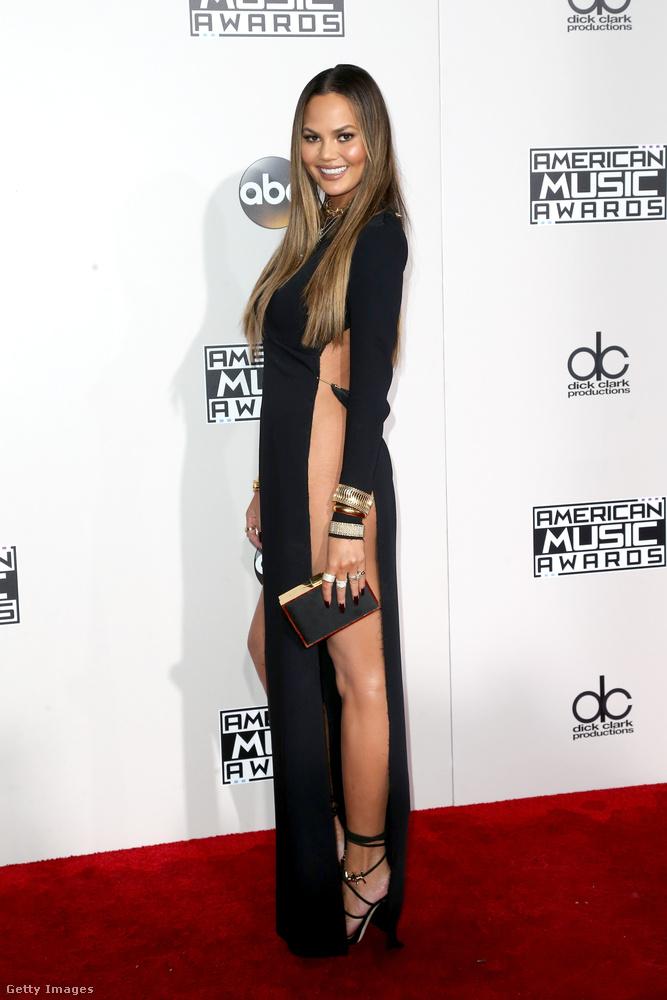 A 30 éves modell az American Music Awardson mondott határozott nemet a fehérneműre, de ezért valószínűleg ön sem fog haragudni rá.
