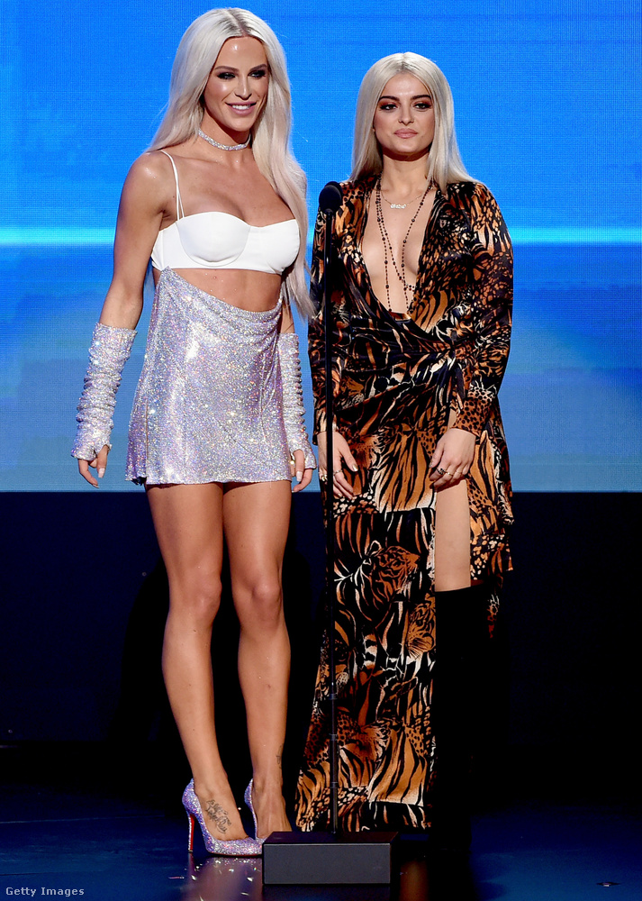 Ott van például Gigi Gorgeous internetes személyiség és Bebe Rexha énekesnő, akit a múltkor az EMA-kiosztón már volt szerencsénk behatóan megismerni