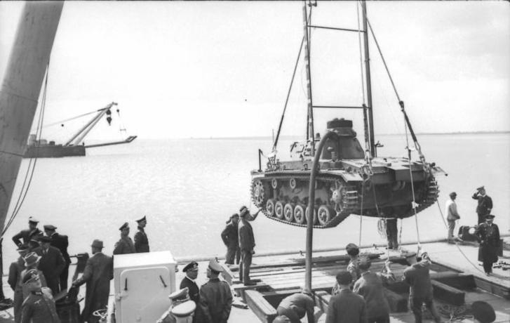 Bundesarchiv Bild 101II-MW-5674-43, Übungen mit Panzer III für U