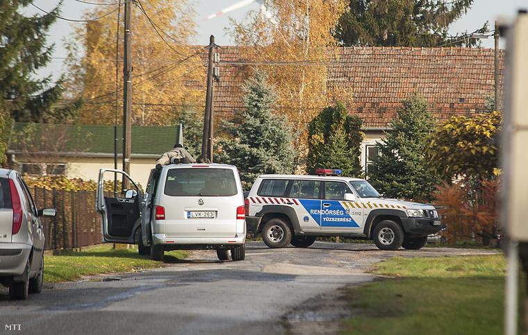 A Győrkös fiánál talált fegyverekhez volt engedély a férfi ügyvédje szerint.