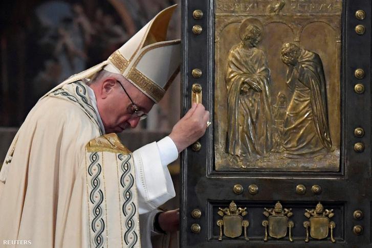 2016-11-20T095631Z 626989435 S1AEUNXAIXAA RTRMADP 3 POPE-HOLYYEA