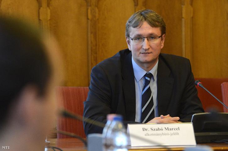 Szabó Marcel, a jövő nemzedékek érdekeinek védelmét ellátó ombudsmanhelyettes alkotmánybíró-jelölt beszél meghallgatásán