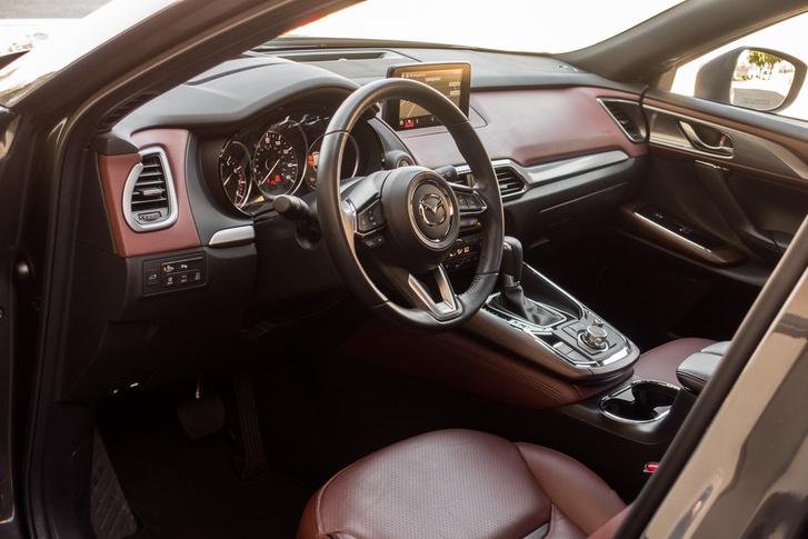 Egy rendes, pihe-puha Mazda-belső