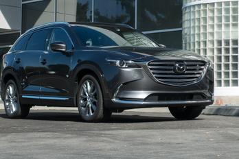 Teljes az ellentmondás: íme, a behemót Mazda