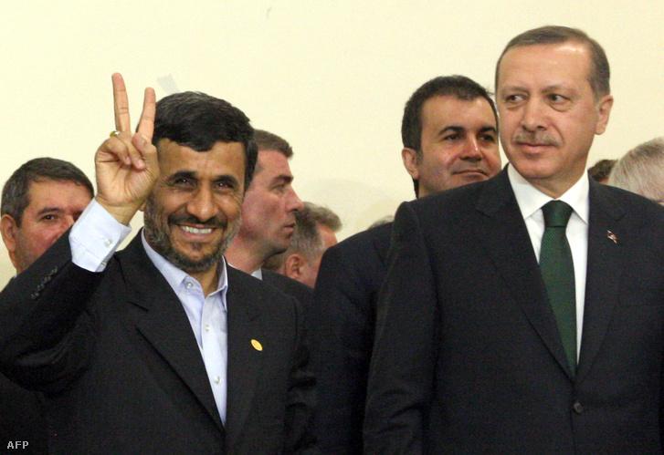 Ahmadinedzsád és Erdoğan 2010-ben.