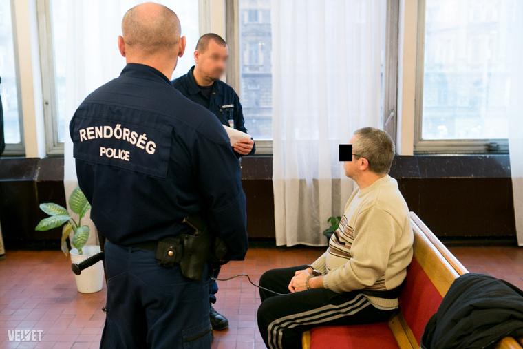 S. László előzetes letartóztatásának tárgyalásán tavaly decemberben.