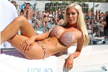 Klikk a többi bikinis képért!