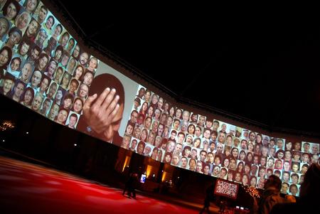6 Billion Others a párizsi Grand Palais-ban