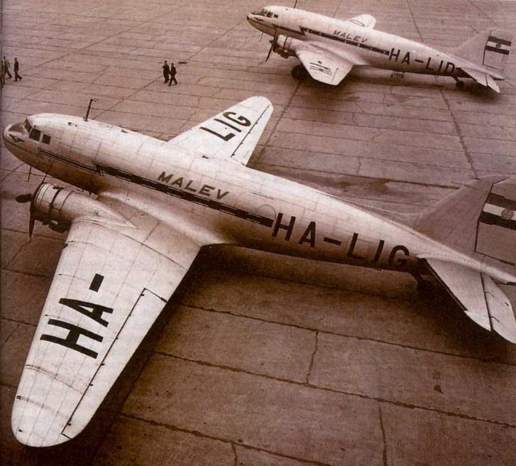 Az 1956. július 13-ai, és október 13-ai gépeltérések gépei egymás mellett.