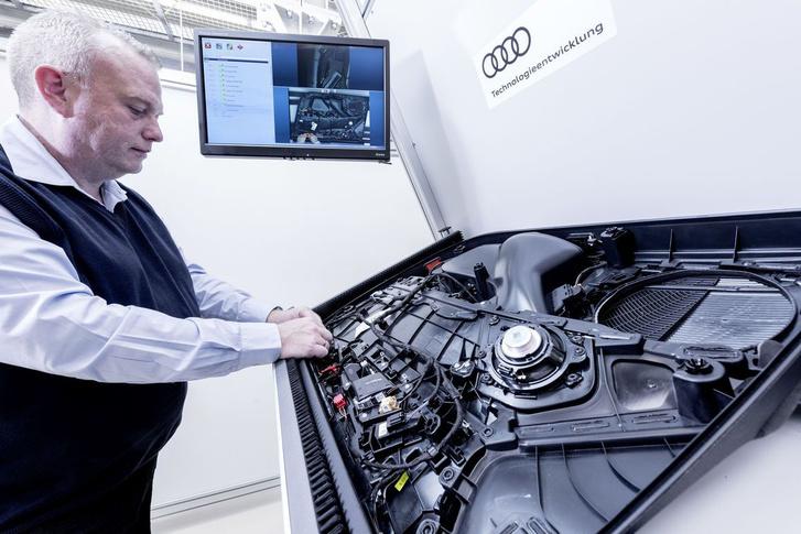 A Kinect pont nem látszik, valahol az Audi karikák felett figyel