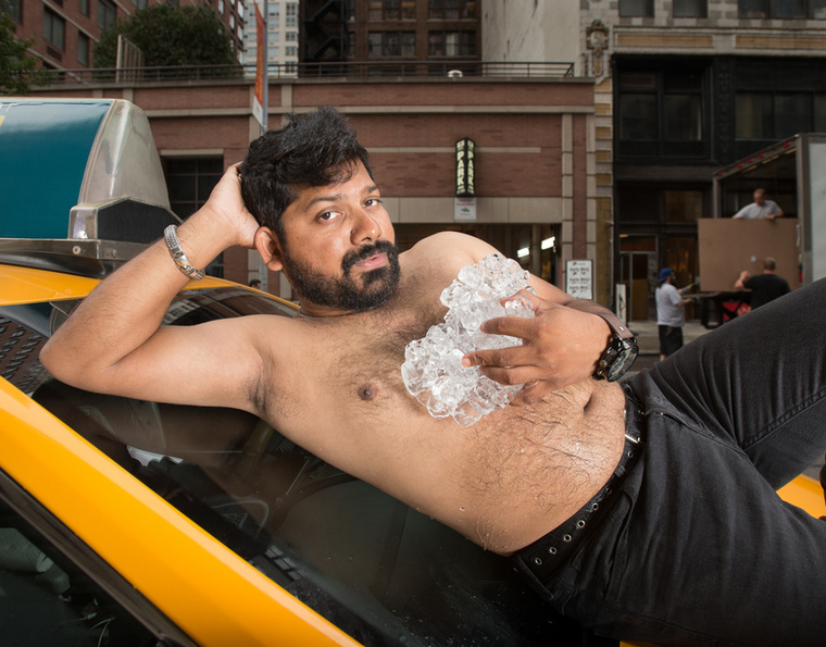 A fotósorozat akkora sikert aratott a családban, hogy az ötletgazda úgy gondolta, ezt a New York-i taxisokkal is meg kellene csinálni a bevételt pedig jótékonysági célra felajánlani