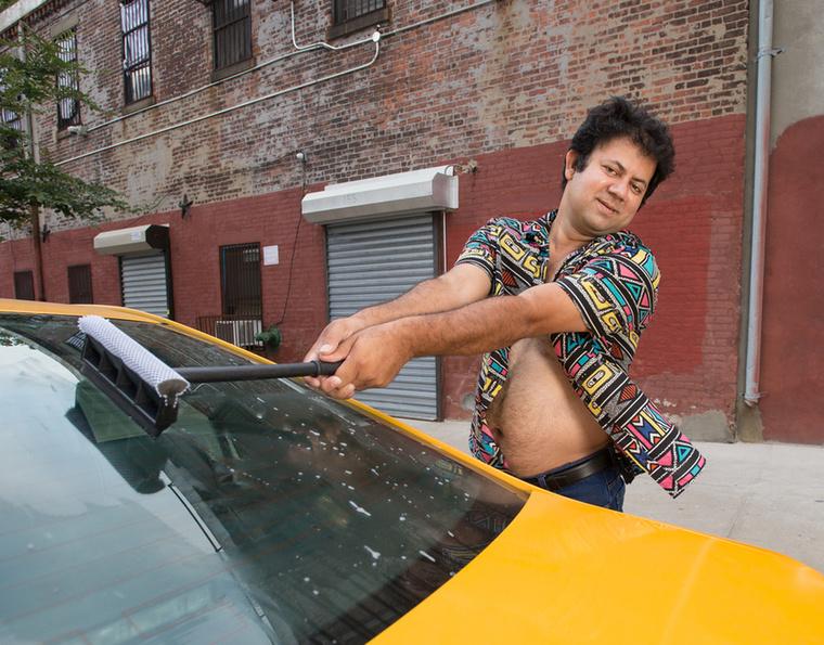 Az egész úgy kezdődött, hogy egy Philip Kirkman nevű fószer szexinek ugyan nem mondható, de viccesen erotikus képeket állított össze bátyjáról a bátyja felesége számára 2012-ben