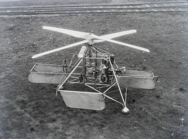 """""""Az A.H.4. típusjelzésű helikopter 120 lóerős Le Clerget-motorral (1930)"""""""