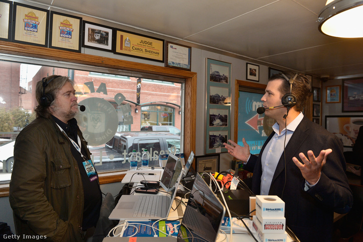 Steve Bannon Trump kampányfőnöke a Breitbart rádióadásában