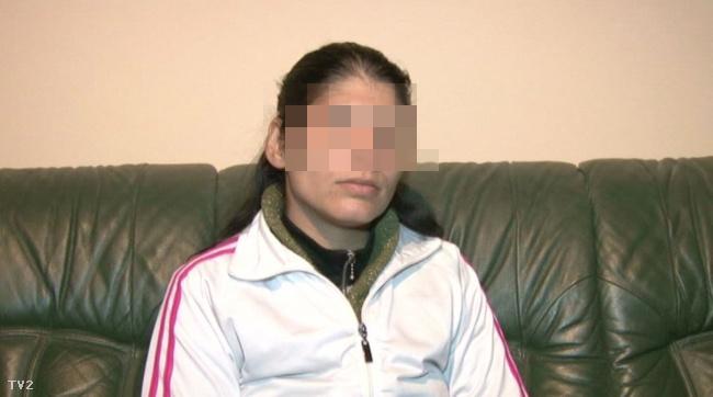 A nő teljesen magára hagyta kisfiát egy lakótelep közepén, hiányos öltözékben.