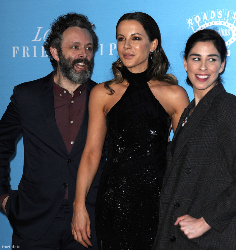 Hasonlóan szokatlannak tekinthető, hogy Beckinsale kifejezetten jó viszonyban van Sarah Silvermannel, aki történetesen Michael Sheen jelenlegi barátnője