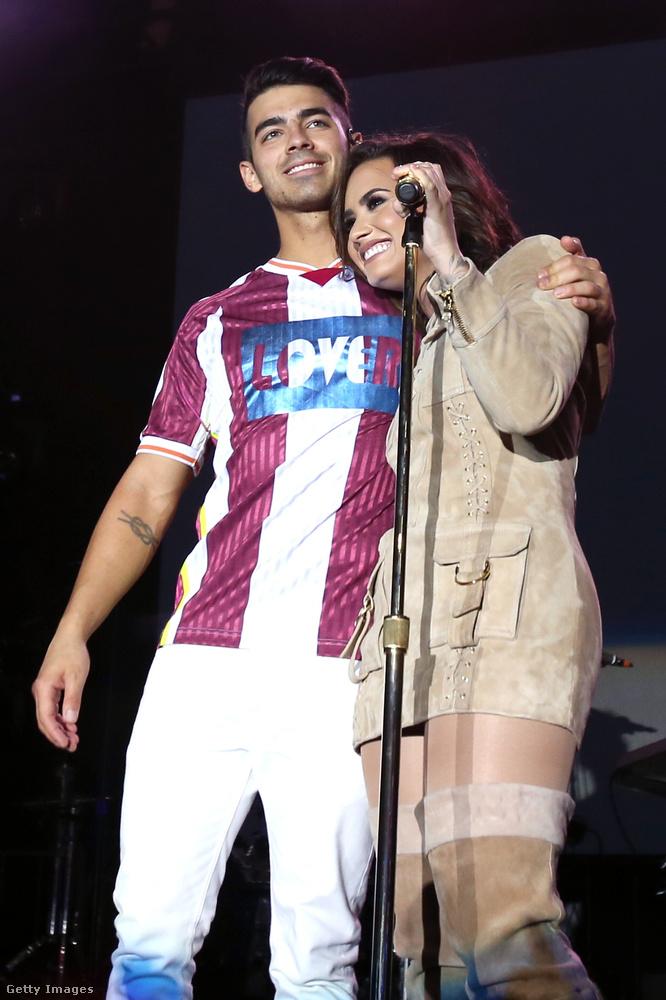 Ennek ellenére manapság is igen kedvelik a másikat, egymástól függetlenül elég gyakran nyilatkoznak úgy, hogy mindig is jó barátok voltak, és azok is maradnak.Egyébként Lovato Jonas testvérével, Nick-kel turnézott sokat idén, és szeret velük bandázni, amikor csak úgy adódik