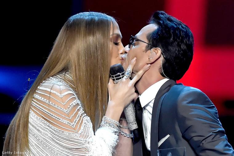 Azt se felejtsük el, hogy a Latin Grammy-díjkiosztón is felléptek együtt, ahol Lopez szájon csókolta Anthonyt