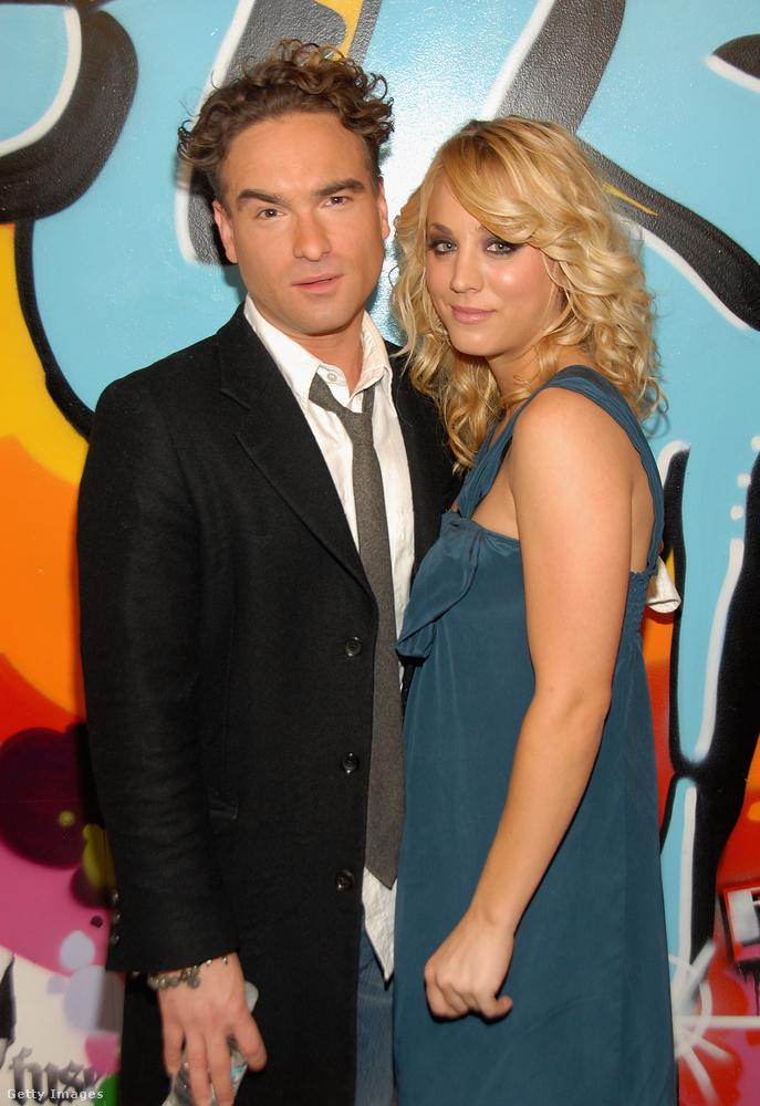 Az Agymenőkből ismert páros, Johnny Galecki és Kaley Cuoco 2008 körül jött össze egymással, a sorozat forgatása közben