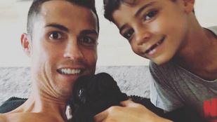 Ronaldo hol az izmaival, hol a gyerekével reklámoz az Instán