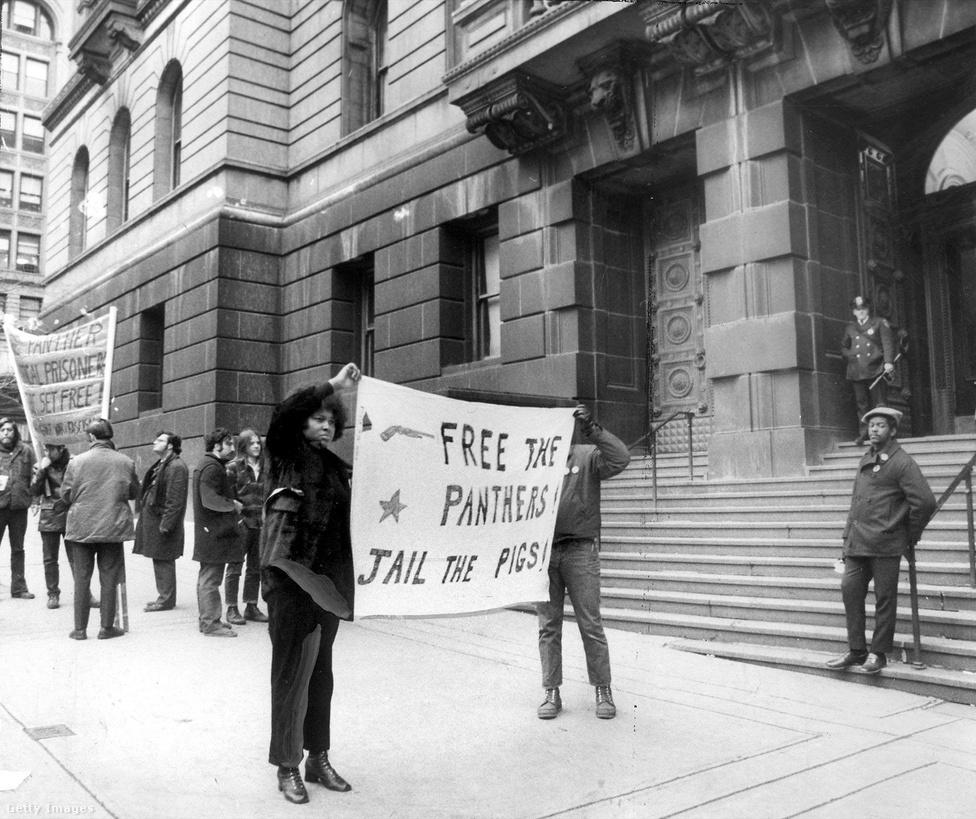 1971-re már a gyengülés az szétszakadás jeleit mutatták a Fekete Párducok, itt már csak egy kis, elszánt csoport tüntet Marshall Eddie Conway tárgyalásán, akit azzal vádoltak, hogy megölt egy baltimore-i rendőrt 1971. január 15-én.
