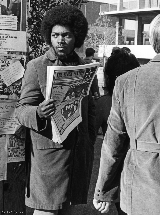 Az 1973-as oaklandi önkormányzati választáson csúnya bukás lett a vége a Párducok indulásának, mely után megindultak a lejtőn lefelé. Sikkasztási ügyek és a vezetők drog problémáik jellemzik a szervezet későbbi korszakait, amely 1974-től 1982-ig tartott. Maga a Black Panther Party mindenféle hírverés és visszhang nélkül oszlott fel 1980-ban, miután tagsága, amely a hetvenes évek első felében elérte a 2000 főt, mindössze 27 főre apadt. Az utolsó szög Newton nevét viselő Educational Istitute iskola 1982-es bezárása volt, mellyel a szervezet utolsó intézménye is megszűnt működni.