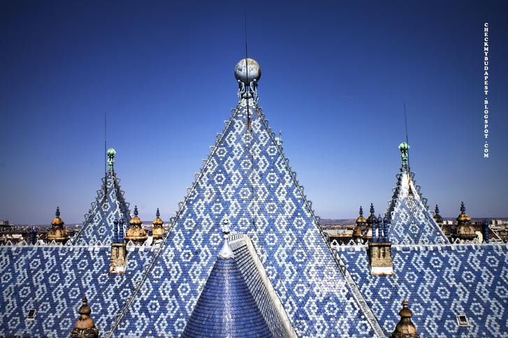 A Földtani Intézet ragyogó kék teteje