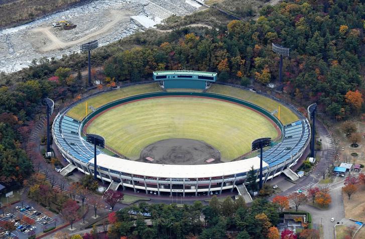 A fukusimai Azuma stadion, ahol baseball és softball mérkőzések kaphatnak helyet
