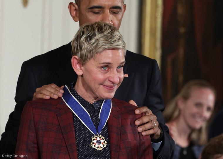 Na de nézzünk egy olyan híres nőt is, aki nem vetkőzés miatt került be a hét képei közé - Ellen DeGenerest a leköszönő Obama elnök tüntette ki.