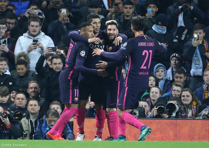 Messi, Neymar és Suarez ünnepelnek a Manchester City elleni BL-mérkőzésen