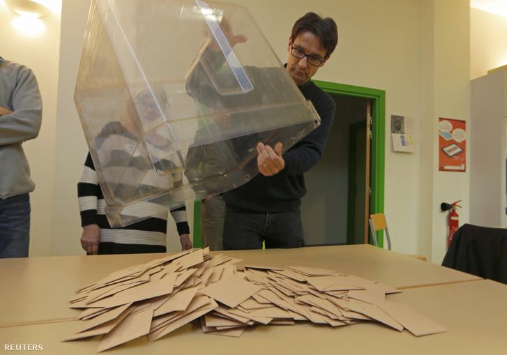 Szavazatszámlálás az előválasztások során.