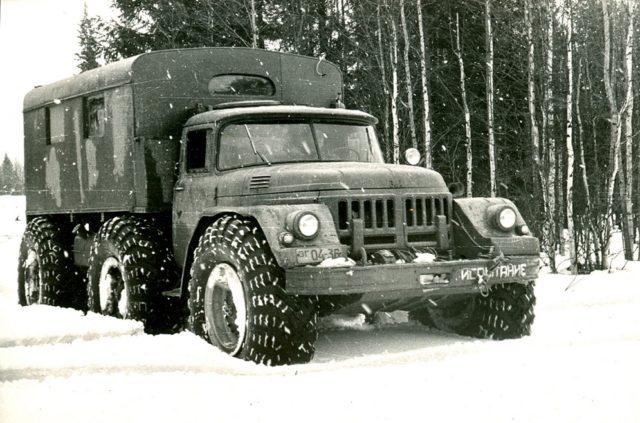 ZIl-132 automata váltóval, 24 colos kerekekkel (1961)