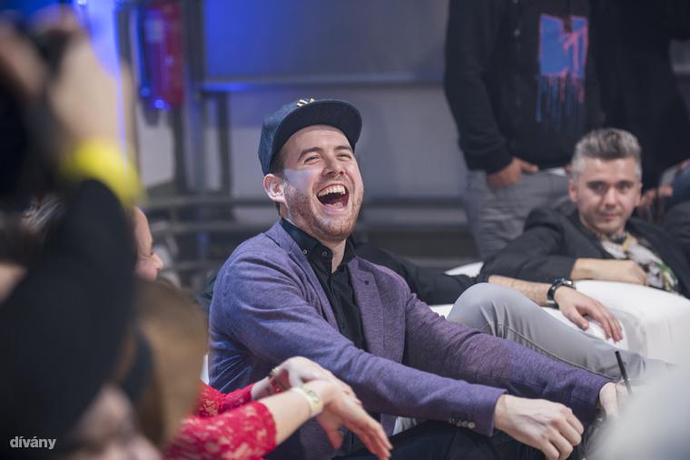 Ennél egy fokkal jobb poénon nevetett Fluor Tomi