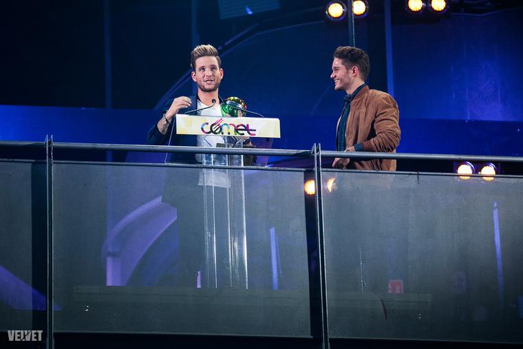 Istenes Bence és Veréb Tamás                         Egy RTL-es műsorvezető, egy TV2-s műsor sztárja egy pódiumon egy Viva és RTL által közösen rendezett nagyszabású eseményen