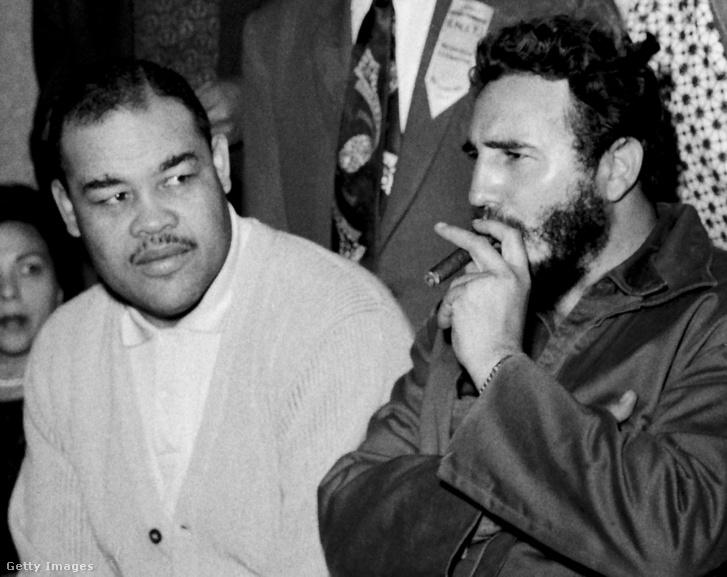 Joe Louis és Fidel Castro, az ameriaki bokszbajnok 1960-as kubai látogatásán.                         (Fénykép: Robert Abbott Sengstacke/Getty Images)