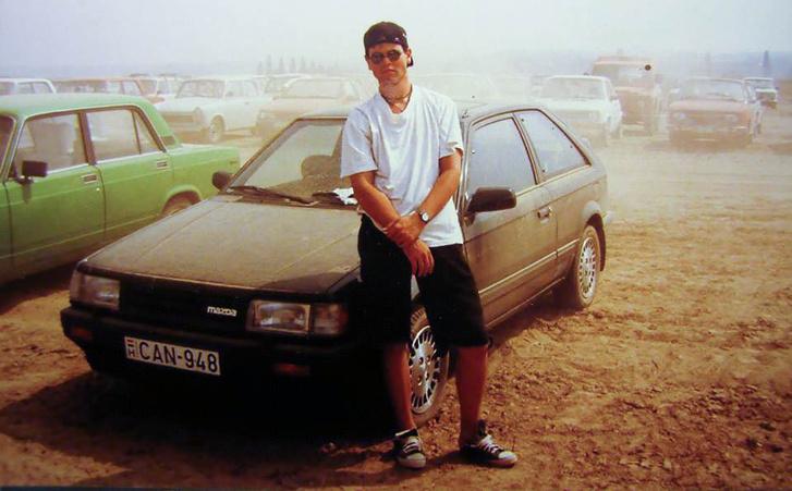 Az 1985-1989 közt gyártott 323-as Mazdák a BF-ek. Az első autóm ez a fekete 323-as volt, mély nyomokat hagyott bennem, utána még vagy 3 Mazdám volt