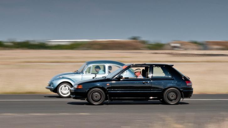 A Motordoktor Bogara ellen rosszul rajtoltam, de hamar behoztam. Ezen a képen jól látszik a fényezésben megcsillanó kék gyöngyház pigmentek színe