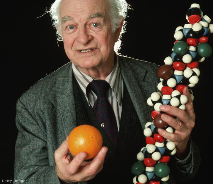 Linus Pauling, Nobel-díjas amerikai vegyész, biokémikus, a nagy dózisban alkalmazott C-vitamin prókátora