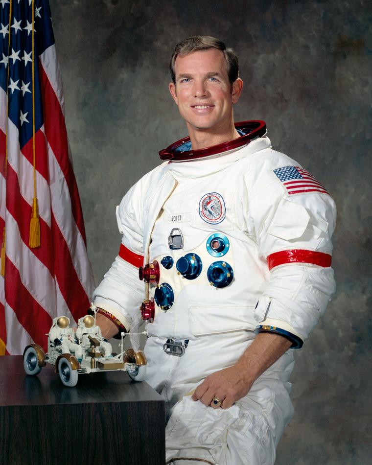 Dave Scott, az amerikai űrhajózás legnagyobb trollja.