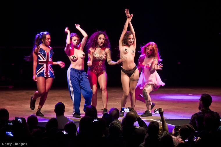 Az erotikus műsor részeként egyszer Spice Girlsnek is öltöznek