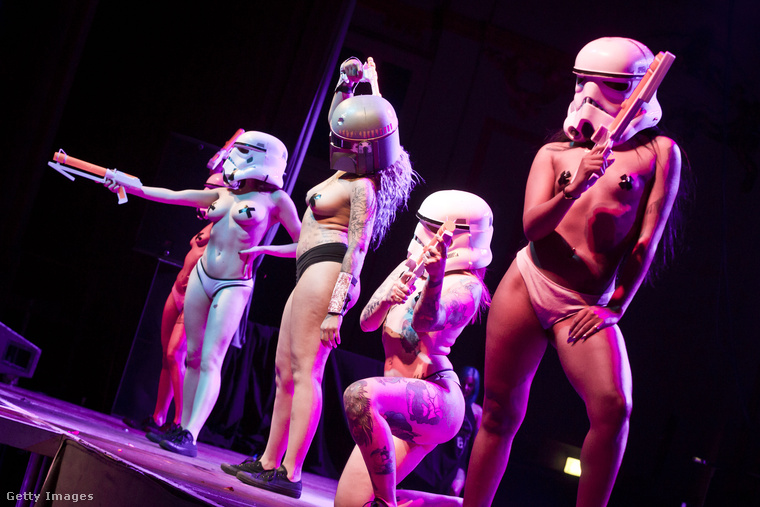 De Star Wars-szám is van a Blackheart Burlesque szexi show-jában.